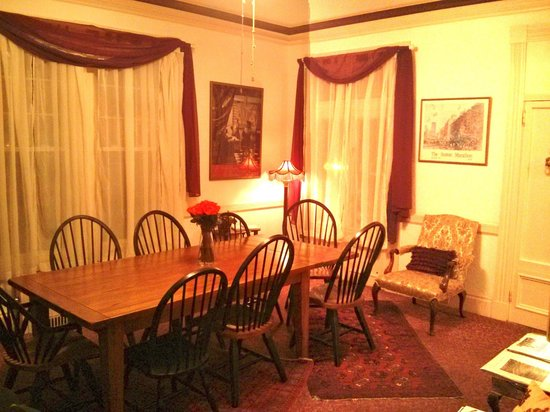 Beech Tree Inn- Brookline: Breakfast room