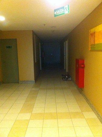 Quality Hotel Manaus: Corredor do oitavo andar