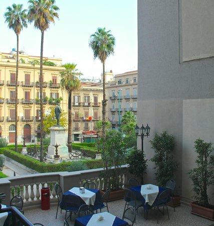 Hotel Joli: Terrace overlooking Piazza Florio