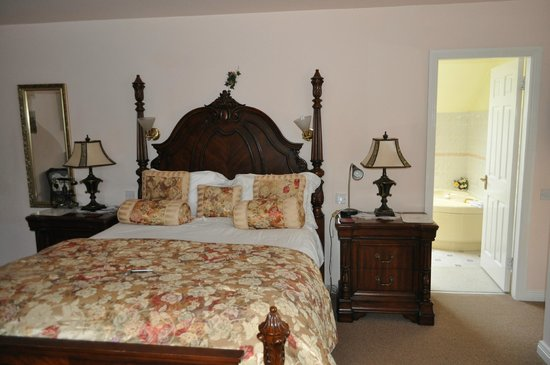 Crystal Springs Bed and Breakfast: Our room