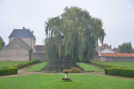 Chateau de Chorey Les Beaune : View from front of chateau