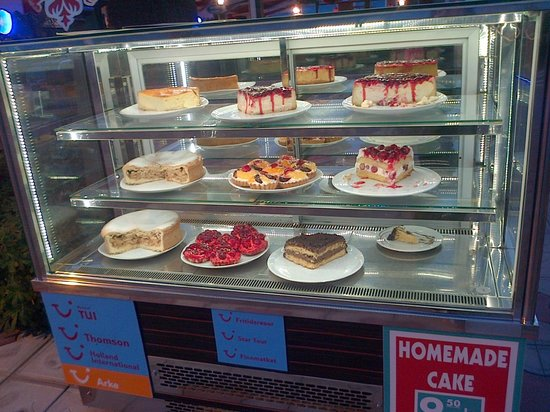 Coco Beach Restaurant : The cakes !!