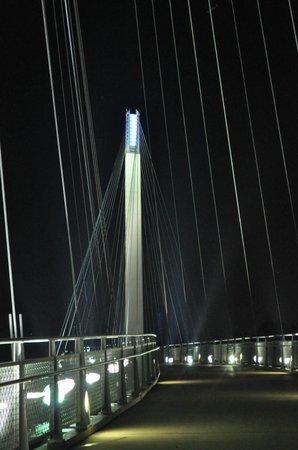 Bob Kerrey Pedestrian Bridge: Path way