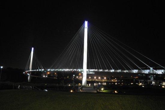 Bob Kerrey Pedestrian Bridge: Full view of bridge