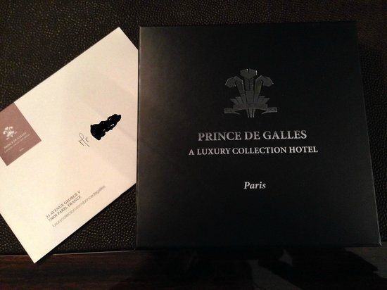 Prince de Galles Hotel: Chocolate and welcome letter