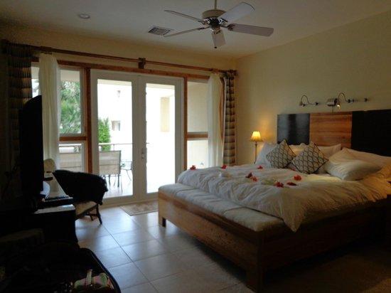 The Phoenix Resort: Master Bedroom