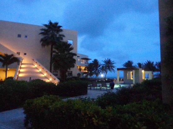 The Phoenix Resort: Outside of Lobby