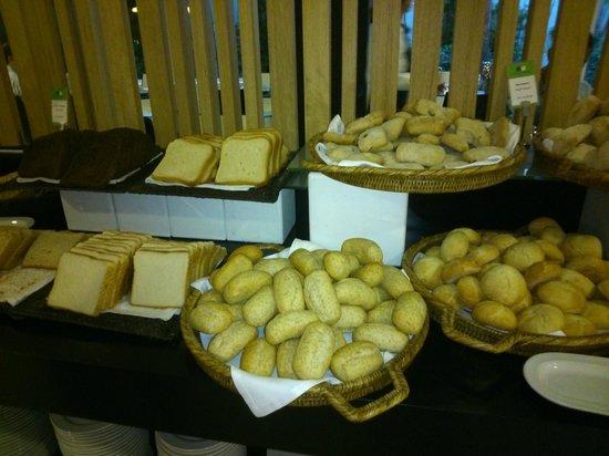 Barceló Sevilla Renacimiento: Panes del desayuno