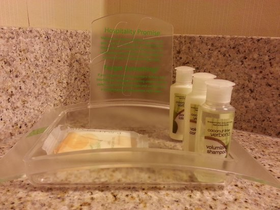 The Holiday Inn Niagara Falls : Bath & Body Works Shampoo, Conditoner & Body Lotion