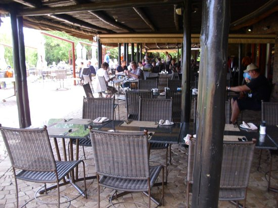 Bakubung Bush Lodge : Dining area outside