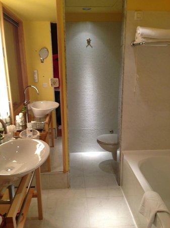 Falkensteiner Hotel Adriana: Bad - både dusj og badekar