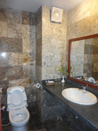 Sunshine Hotel Hoi An: Toilet & bathroom