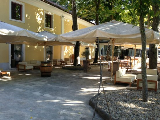 Falkensteiner Hotel Adriana : Utendørs spiseområde
