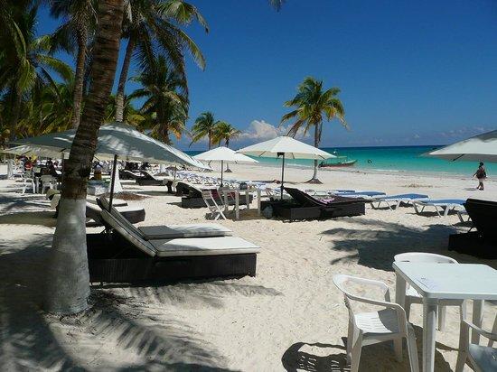 All Ritmo Cancun Resort & Waterpark: Playa privada de hotel