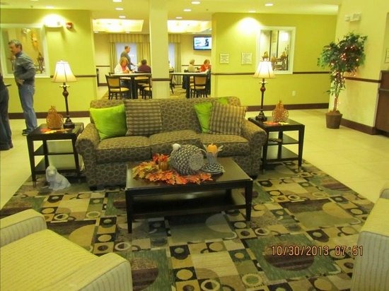 La Quinta Inn & Suites Lancaster: Lobby area and dining area