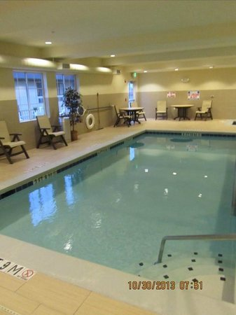 La Quinta Inn & Suites Lancaster: indoor pool