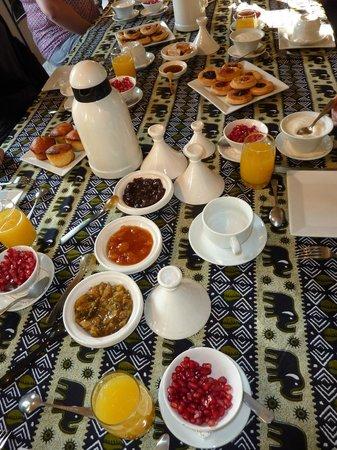 Riad Dar Oulhoum : Petit déjeuner copieux