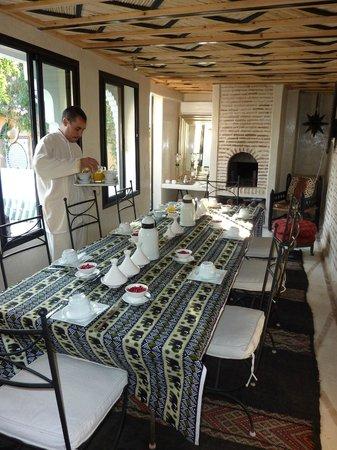 Riad Dar Oulhoum : Salle à manger conviviale