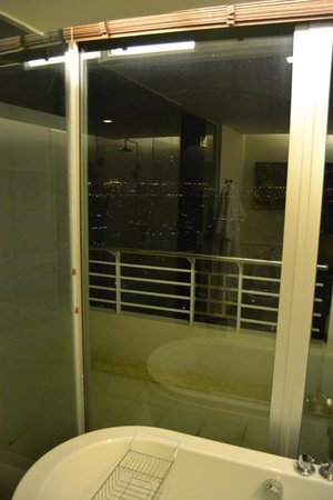 Anantara Sathorn Bangkok Hotel: Bathroom