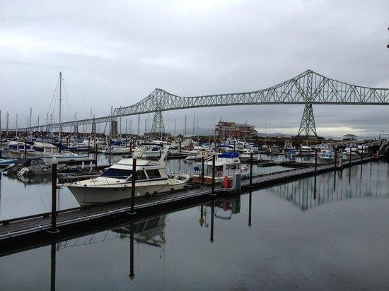 Astoria Riverwalk Inn: View from our balcony of the Astoria Megler Bridge