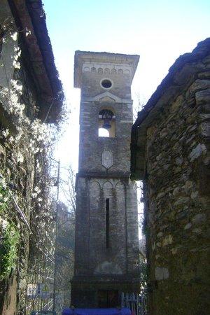 Antico Borgo Isola Santa: Campanile del piccolo borgo