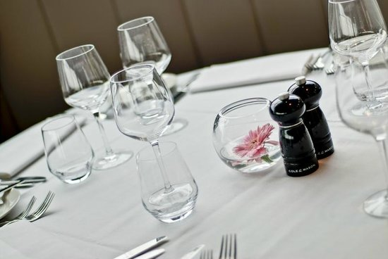 Marco Pierre White Steakhouse Bar & Grill: Immaculate Table setting