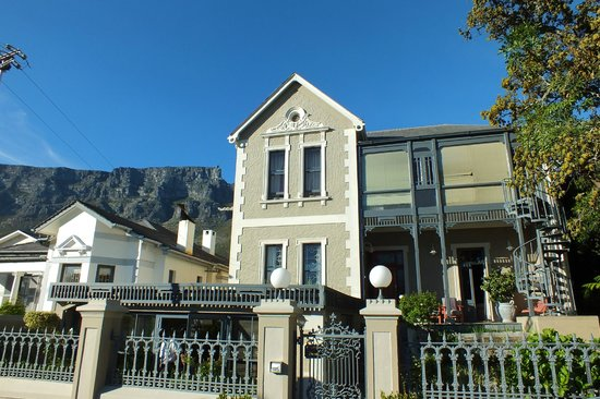 Welgelegen Boutique Hotel : Hotel and Table Mountain Backdrop
