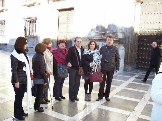 Catedral y Capilla Real: Granada Katedral önündeyiz.