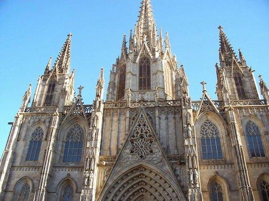 Catedral y Capilla Real: Katedralın mimarisi görülmeye değer.