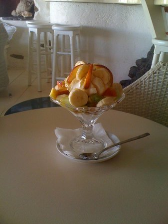 Anchorage Cafe Bar: Fresh fruits with yoghurt and honey