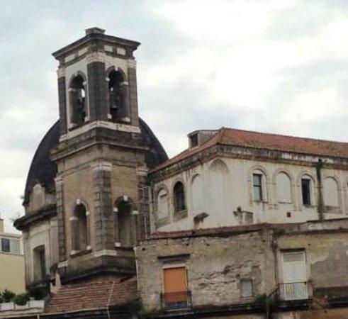 Chiesa dei Santi Apostoli: campanile e cupola visti dalle scale di s.Giovanni a Carbonara