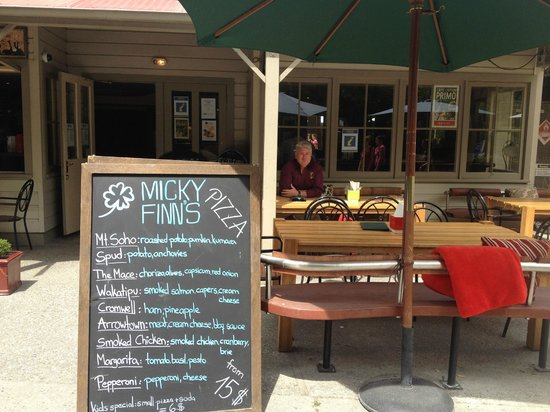 Micky finns: The chalk board menu and Stodds