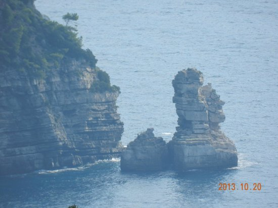 Private Day Tours: Rock Structure On The Drive Along The Amalfi Coast