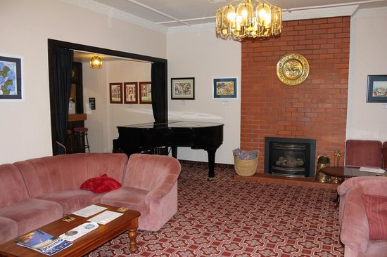 Foveaux Hotel: the lounge room with lit fire at the back