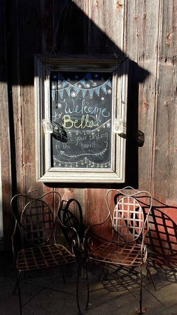 Bella Vineyards and Wine Caves: Welcome Sign