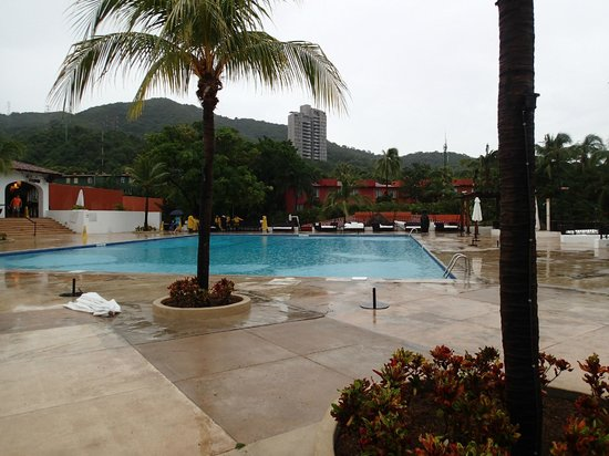 Club Med Ixtapa Pacific: Furniture removed for Hurricane - ClubMed refusing to honor their Hurricane Protection Policy