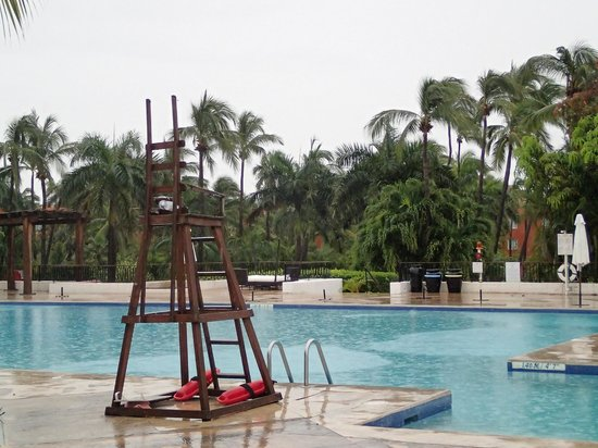Club Med Ixtapa Pacific: Services and areas shut down - ClubMed refuses to honor Hurricane Protection Program