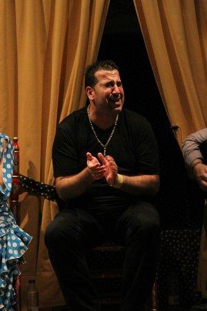 Arte y Sabores de Cordoba: Klaus singing with passion... OLE!!!!