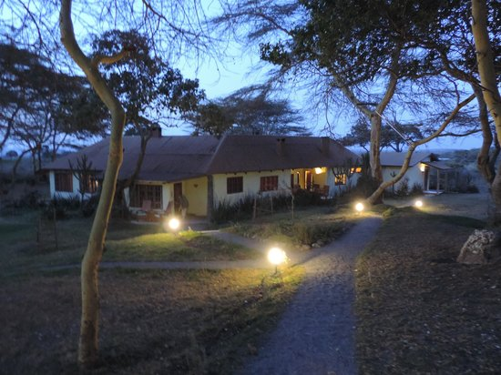 Hatari Lodge : Our Room at night