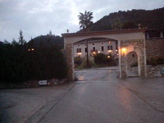 Hotel Rural & Spa Monnaber Nou: anocheciendo sobre monnaber