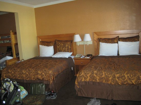 Anaheim Islander Inn and Suites: 2 Queen beds