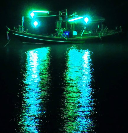 Ban Sua Samui : Fisherman at night , telephoto