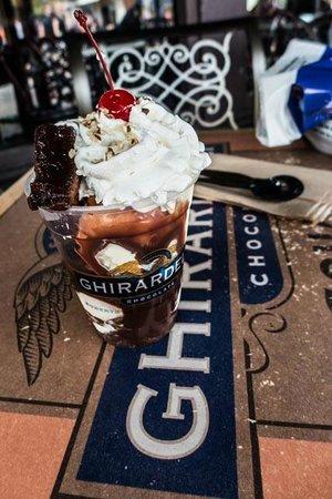 Ghirardelli Soda Fountain & Chocolate Shop: Warm Brownie Sundae