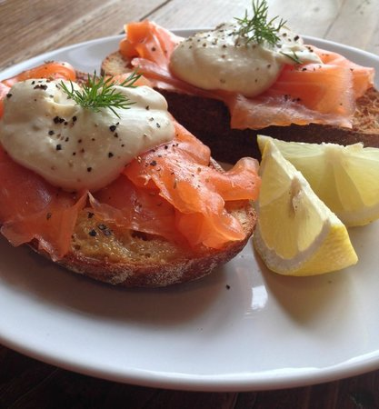 The Mess, Weekend Brunch – Pinneys smoked salmon on sourdough with homemade horseradish sauce