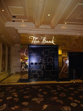 The Bank Nightclub: Puerta