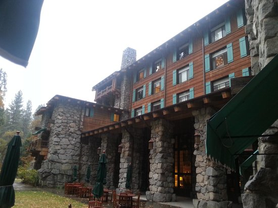 The Majestic Yosemite Hotel: Outside veiw of Dining Room