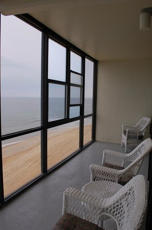 Sea Ranch Resort : The view and glassed in deck