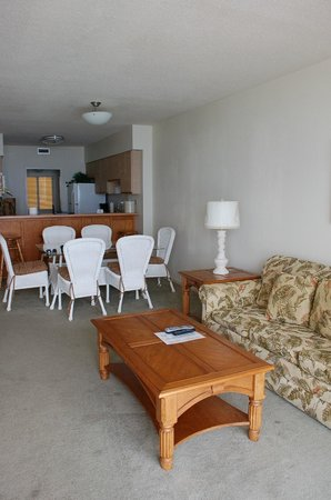Sea Ranch Resort : Living room, dining area and kitchen