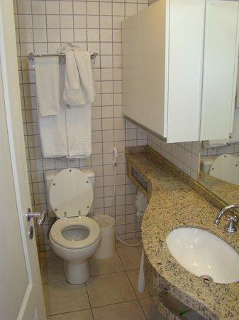 Hotel Valentini Di Lucca: Banheiro. O box fica à esquerda, atrás da porta