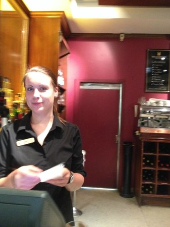 Millennium Hotel Queenstown: Helga the wonderful bar attendent at the Mellinnium
